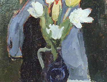 Vase bleu roi, tulipes blanches et jaunes