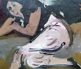 Femme accoudée au pantalon rose bouffant