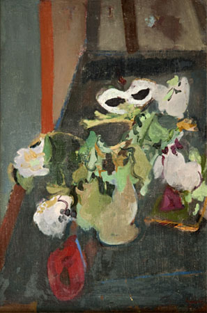 Vase de fleurs et masque blanc