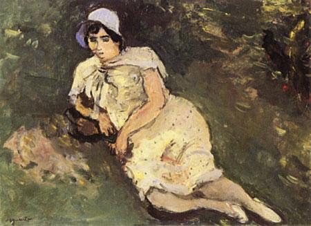 Femme au chapeau bleu se reposant dans un paysage